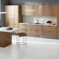 Erice Kitchen Design with with veneered doors in a glossy brushed Rovere Naturale finish