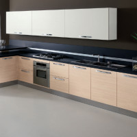Praia Kitchen Design with Bianco Adi finish wall unit doors and Rovere Mios finish of the base units