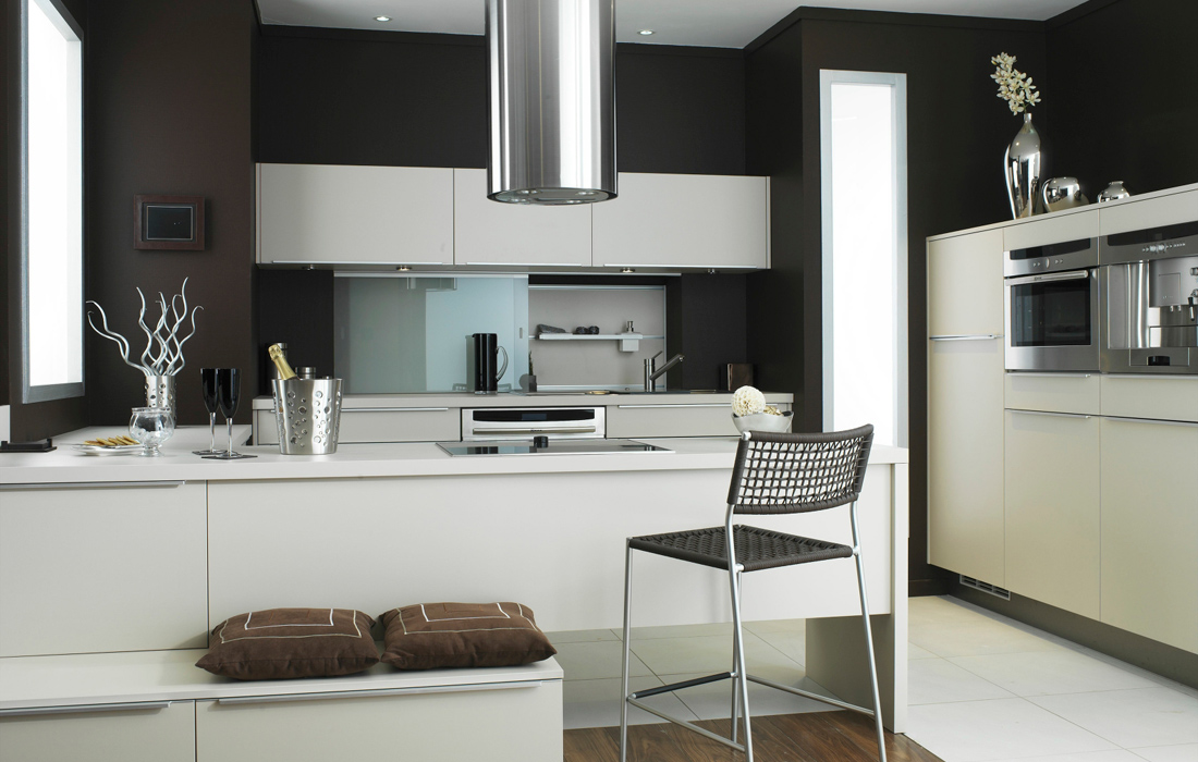 Amazing Dark Brown and White Kitchen 1100 x 700 · 256 kB · jpeg