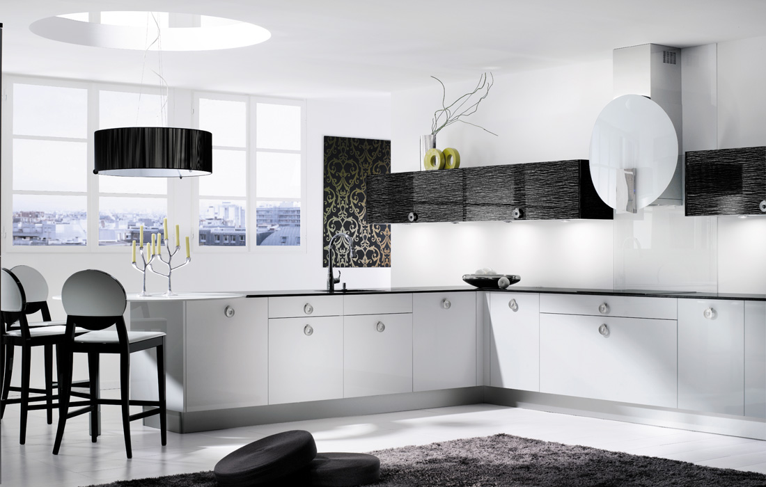 Descent black and white kitchen design for Black and white kitchens photos