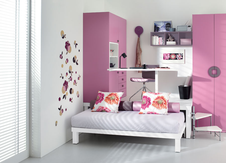 Pink teen bedroom for Pink teenage bedroom designs