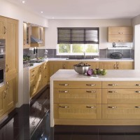 Shaker Lissa Wood Oak Kitchen Design