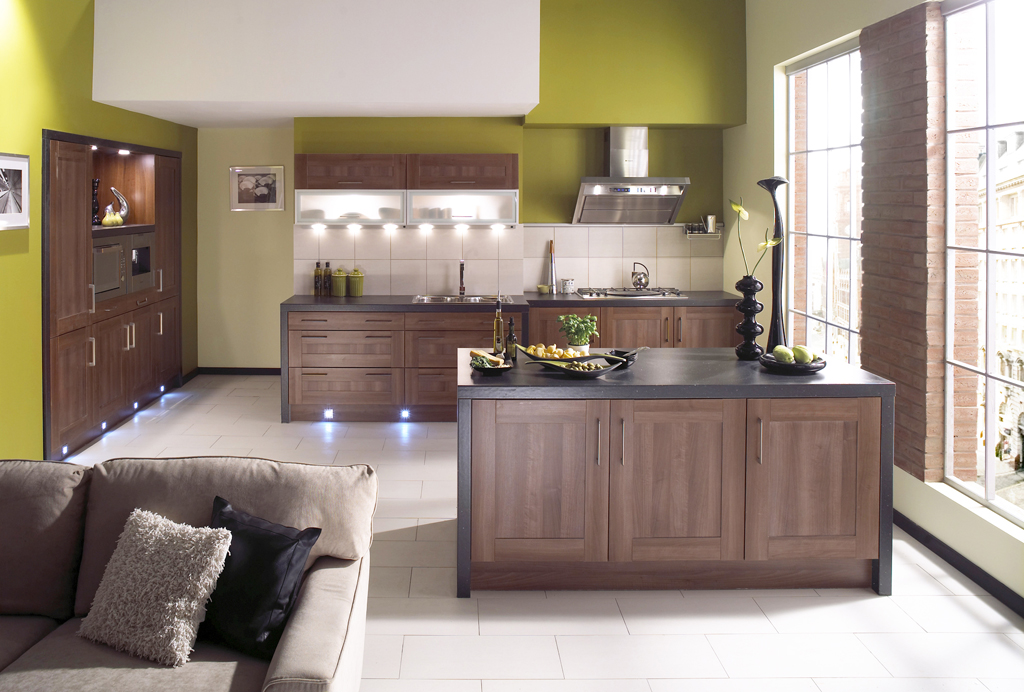 Shaker walnut kitchen design for Walnut kitchen designs
