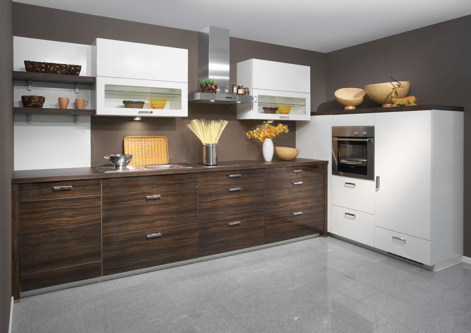Uno white high gloss kitchen design for Modern kitchen layout