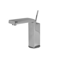 Single lever faucet with swivel body