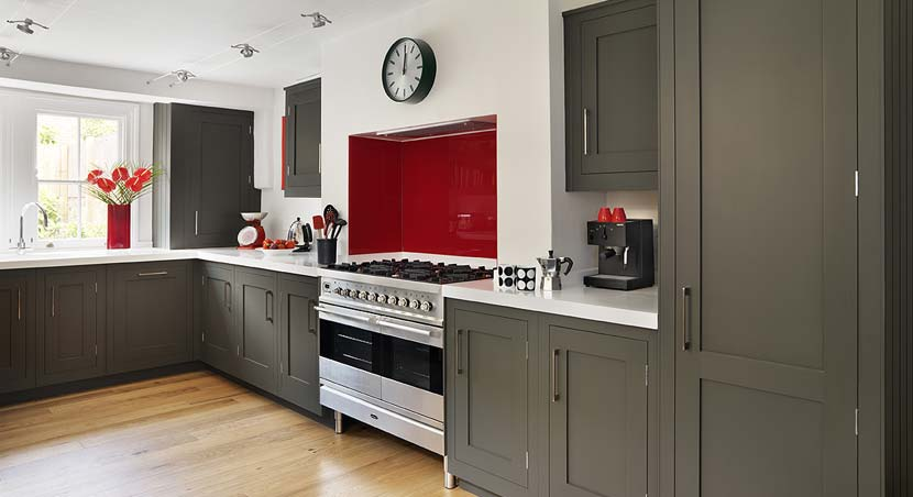 Dark grey cabinets kitchen decor for Dark gray kitchen cabinets