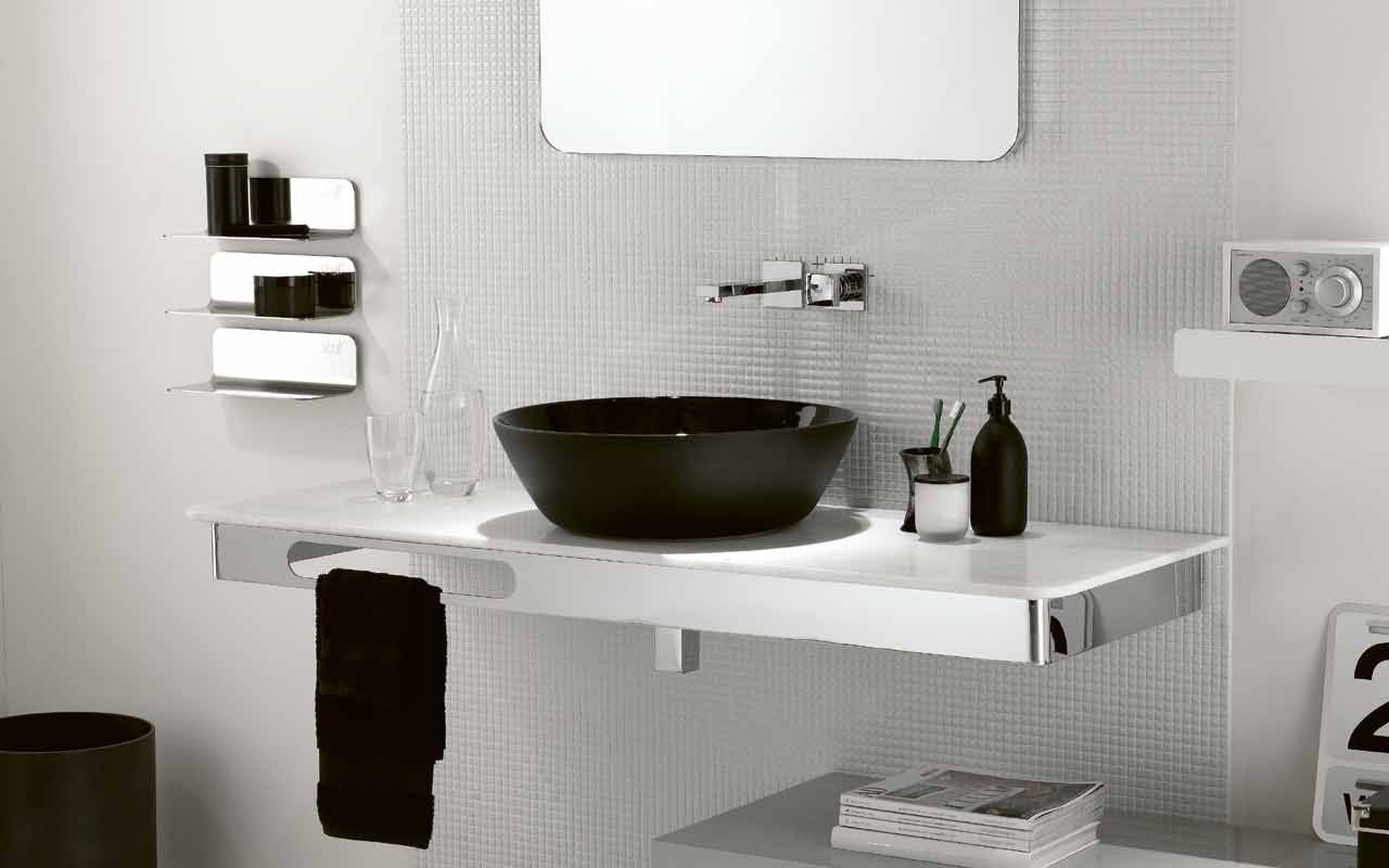 Black white bathroom 2